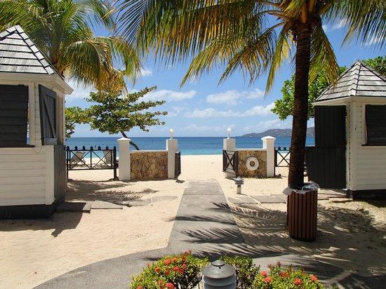 Coyaba Beach Resort: Entrée pour la plage