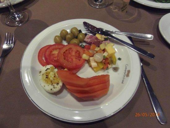 Continental Inn Hotel: ビュフエ形式でサラダもいただける