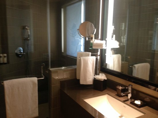 Sofitel Los Angeles at Beverly Hills: Bathroom wide