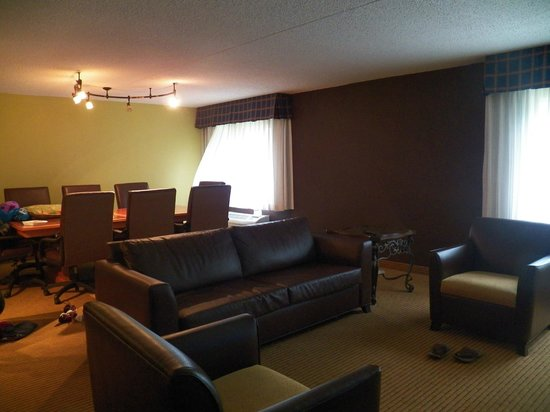 Clarion Hotel Lexington Conference Center North: Living Area/Conference Room of a Three Room Suite