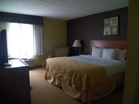 Clarion Hotel Lexington Conference Center North: King Room of a Three Room Suite