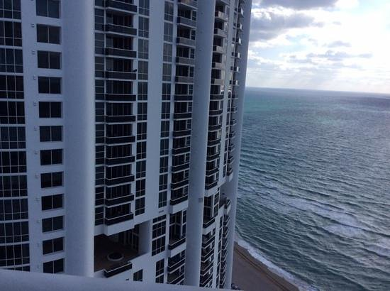 Trump International Beach Resort: view from 28th floor
