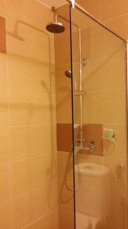 Abell Hotel: Rain shower