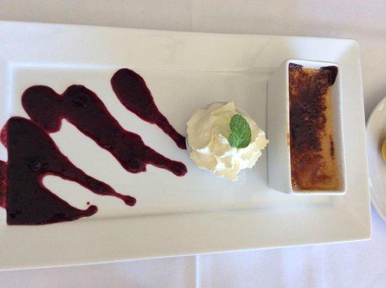 Verdant Restaurant: Crème Brulee, served w couli & cream