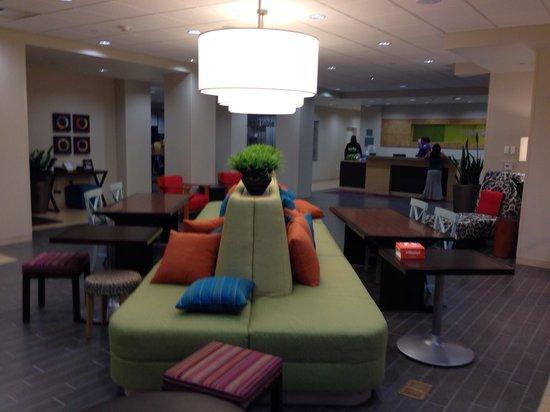 Home2 Suites by Hilton Denver West - Federal Center: Huge lobby