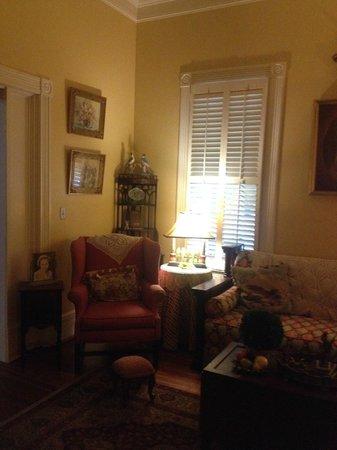 Fairview Inn Bed & Breakfast: Parlor - Beautiful Room