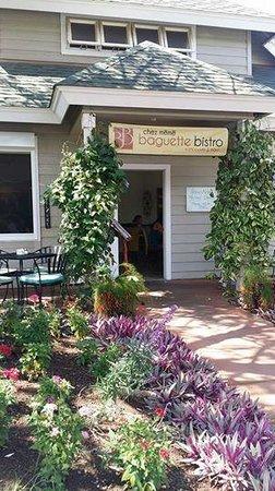 Chez Meme: Meme's front door and beautiful landscaping