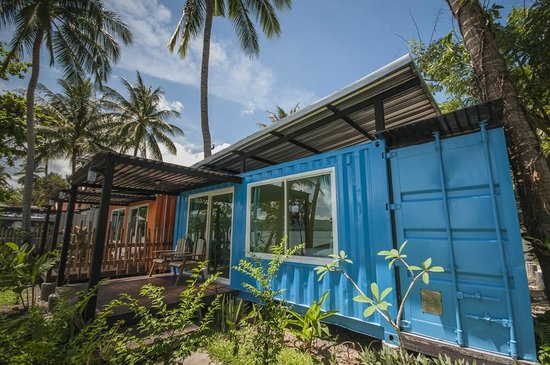 Think & Retro Cafe' Lipa Noi Samui: Build from recycled items.