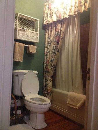 Fairview Inn Bed & Breakfast : The Green Room