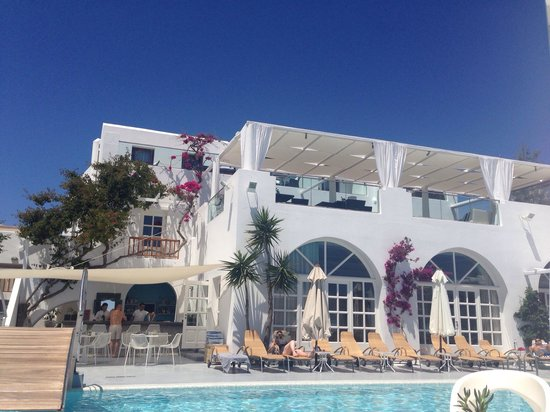 Aressana Spa Hotel and Suites: Poolside view