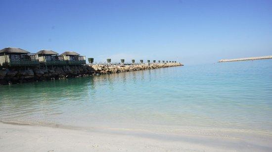 Radisson Blu Resort Sharjah: Пирс на пляже