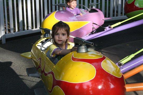 Dutch Wonderland: My daughter loved all the plane rides