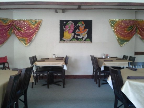Tandori Hut Curry & Pizza Interior 2