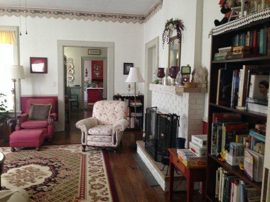 Thompson House Bed & Breakfast: Main living area