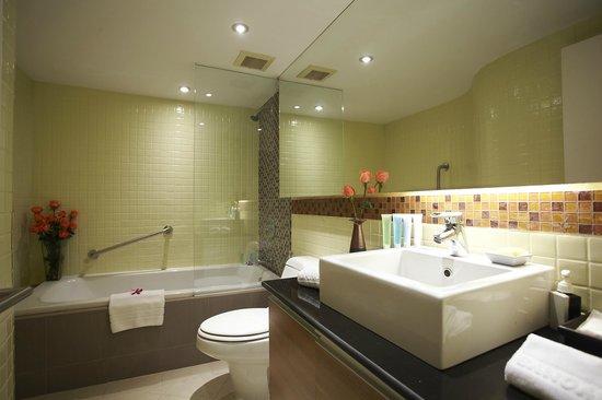 Bandara Suites Silom, Bangkok: Bandara Suite - bathroom
