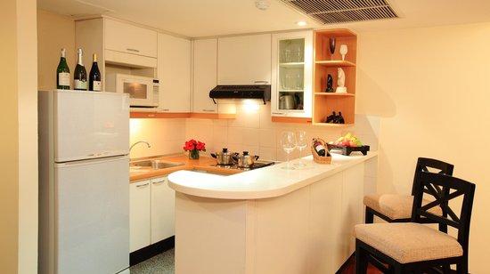 Bandara Suites Silom, Bangkok: Bandara Suite - kitchen
