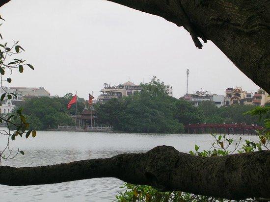 Lake of the Restored Sword (Hoan Kiem Lake): salah satu sudut Hoan Kiem Lake