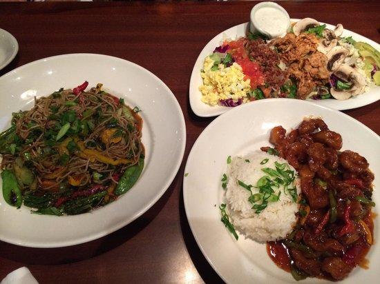 Elephant Bar Restaurant: ランチタイムは$8で選べる種類がキャンペーンで一杯ありました。