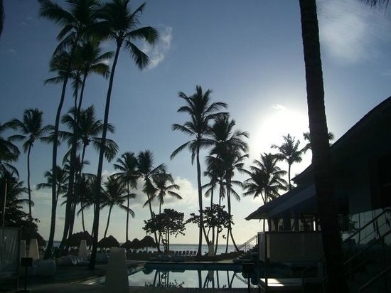 Meliá Caribe Tropical: evening shot of smaller pool at Adults Only area