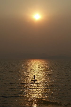 Einn Chao'er Holiday Inn: Early morning fisherman