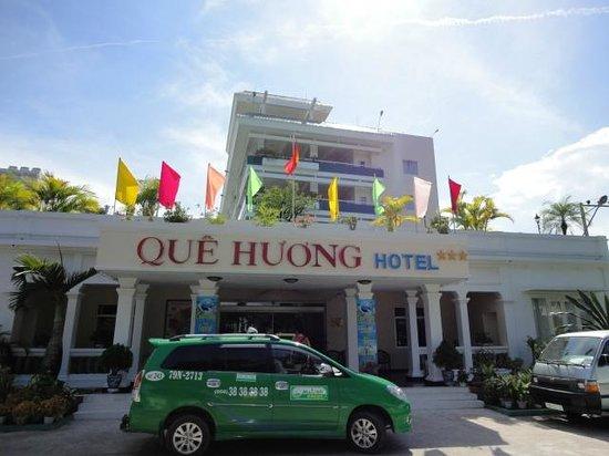 Que Huong Hotel: Вид отеля