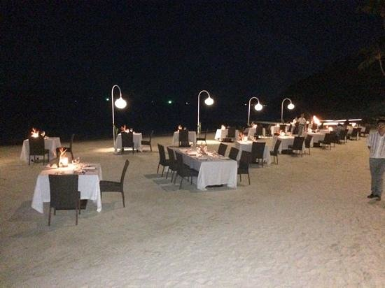 Four Seasons Resort Koh Samui Thailand : Tables on the beach