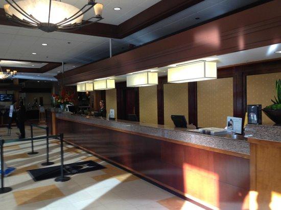 DoubleTree by Hilton Hotel Sacramento: Front desk