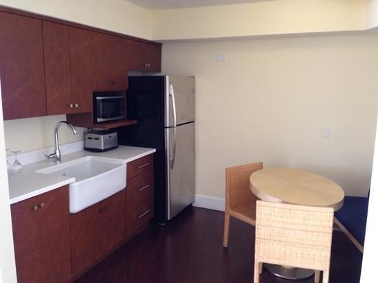 Edgewater Beach Hotel: Kitchen of Gulf View suite