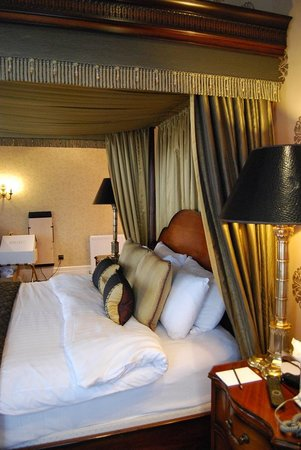 Grand Hotel: Room 222