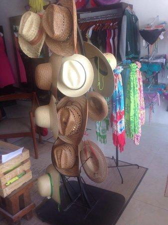 Lolita Boutique Holbox: Sombreros de varios estilos