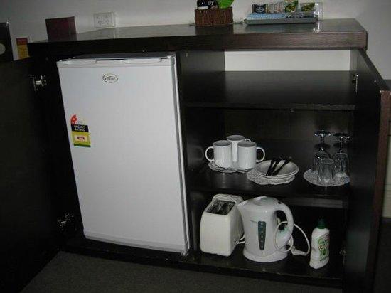 Mercure Port of Echuca  enclosed fridge in bedroom. enclosed fridge in bedroom   Picture of Mercure Port of Echuca