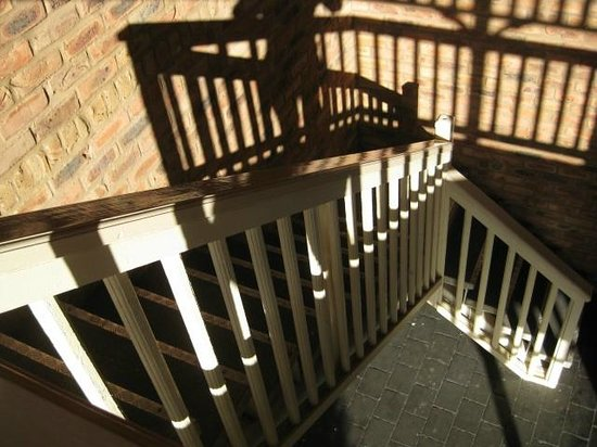 Mercure Port of Echuca: stairway to 2nd floor.