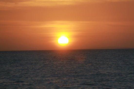 Surfside Boracay Resort & Spa : Закаты здесь невероятно красивые!!!!