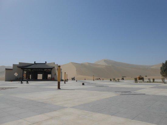 Mingsha Shan (Echo Sand Mountain) Park, Dunhuang, China: 鳴沙山