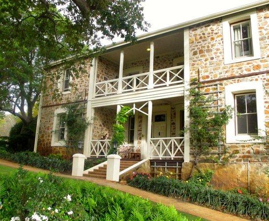 Grand Mercure Basildene Manor: beautifully restored facade