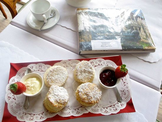 Grand Mercure Basildene Manor : homemade scones not complimentary but delicious