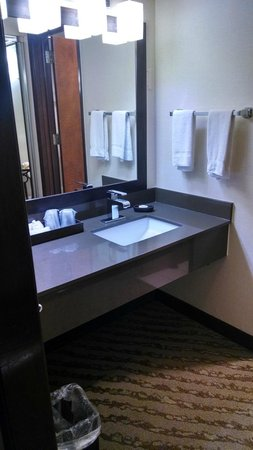 Valley River Inn: Vanity