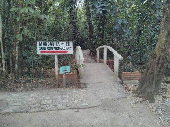 Margarita & Ed's Cabanas : Enterance