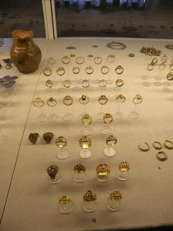 Musée national : Ring collection