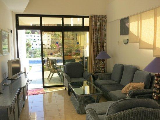 Sunshine Villas: Living room