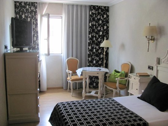 Salles Hotel Pere IV: Room