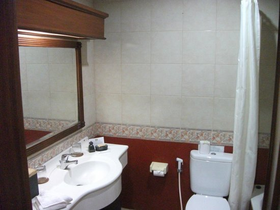 Karma Royal Sanur: Bathroom
