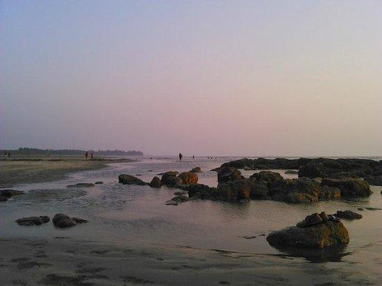 Awas Beach: Peaceful beach after sunset
