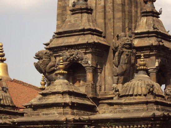 Krisnhna Mandir Temple (Chayasim Deval): Architecture