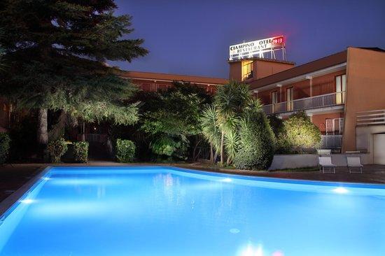 CiampinoHotel: piscina all'aperto