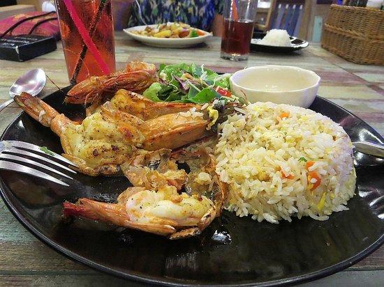 Crystal Bay Beach Resort: tiger prawns with salad and rice