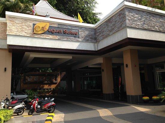 August Suites : Hotel entrance