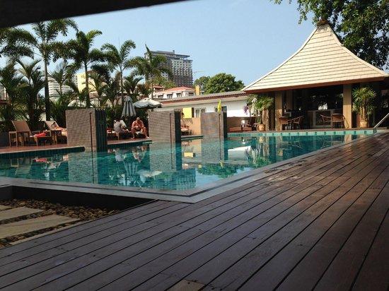 August Suites : pool