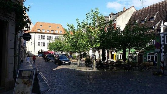 Hotel Goldener Lowe: Platz vor dem Hotel
