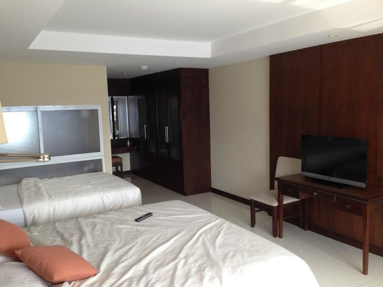 August Suites: big bedroom
